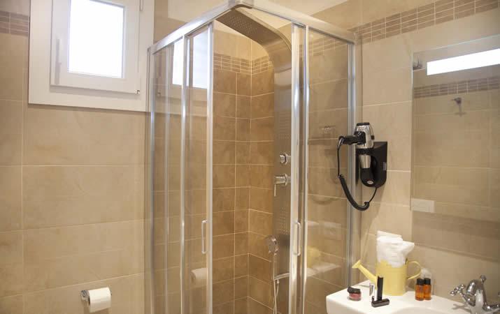 Bagno privato con box doccia appartamento Viserba